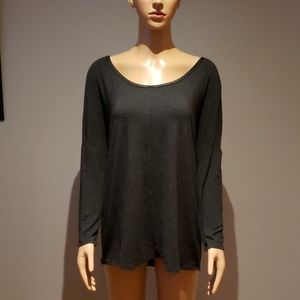 Chelsea &Theodore Loose fit top size small